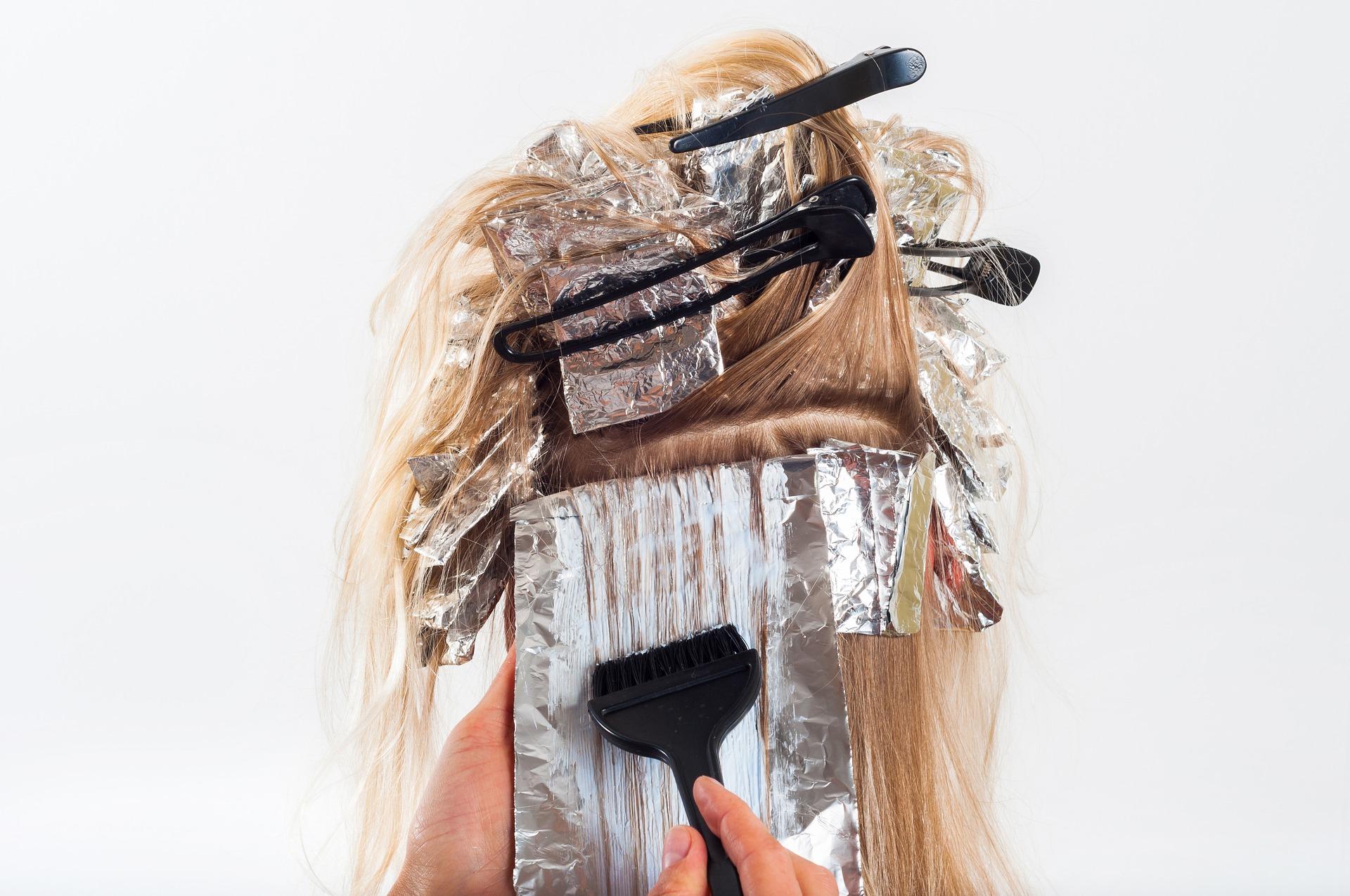 farbowanie włosów farbami fryzjerskimi