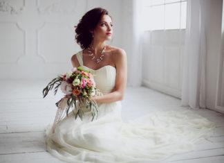 Szara sukienka na wesele – czy to dobry pomysł?