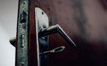 Drzwi na wejściu