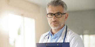 Zalety i wady powiększania piersi implantami